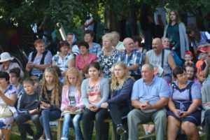 Ігор Молоток привітав мешканців Чапліївки з днем села та подарував листоношам велосипеди