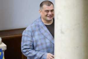 """Дружина """"слуги народу"""" коміка """"Юзіка"""" купила Лендровер за 7 мільйонів гривень через рік його депутатства, – ЗМІ"""
