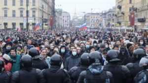 Россия без Путина: появилось видео масштабных протестов в РФ –