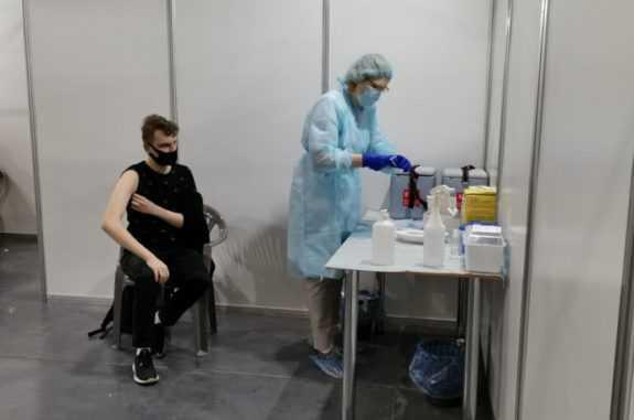 В МВЦ в Києві почали вакцинувати записаних через Дію