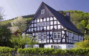 6 преимуществ покупки фахверкового дома от компании «Современные деревянные дома»