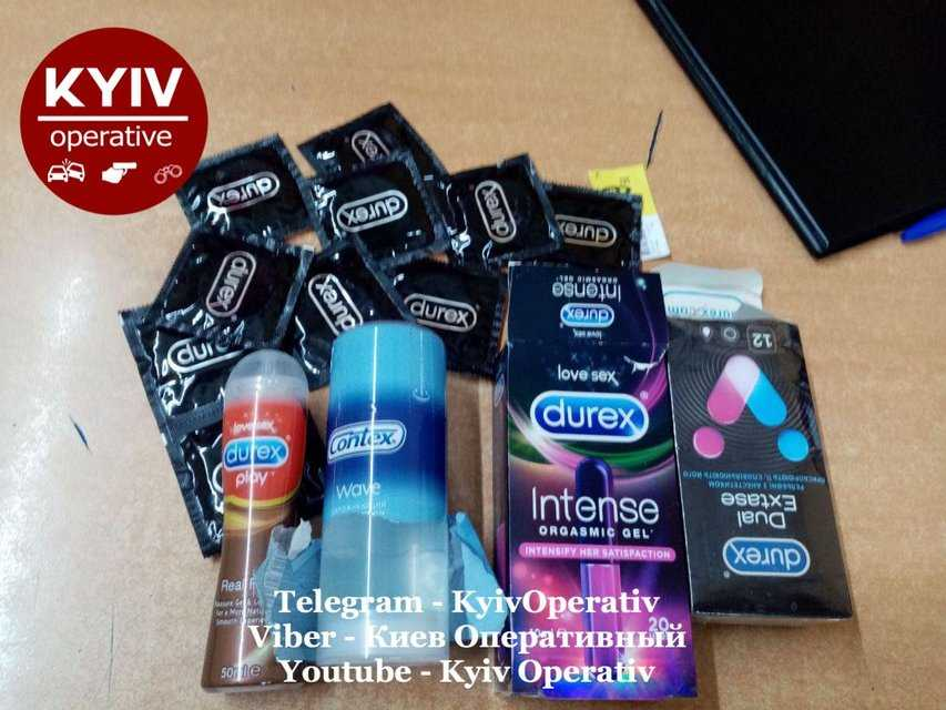 В Киеве полицейский наворовал презервативов на тысячу гривен